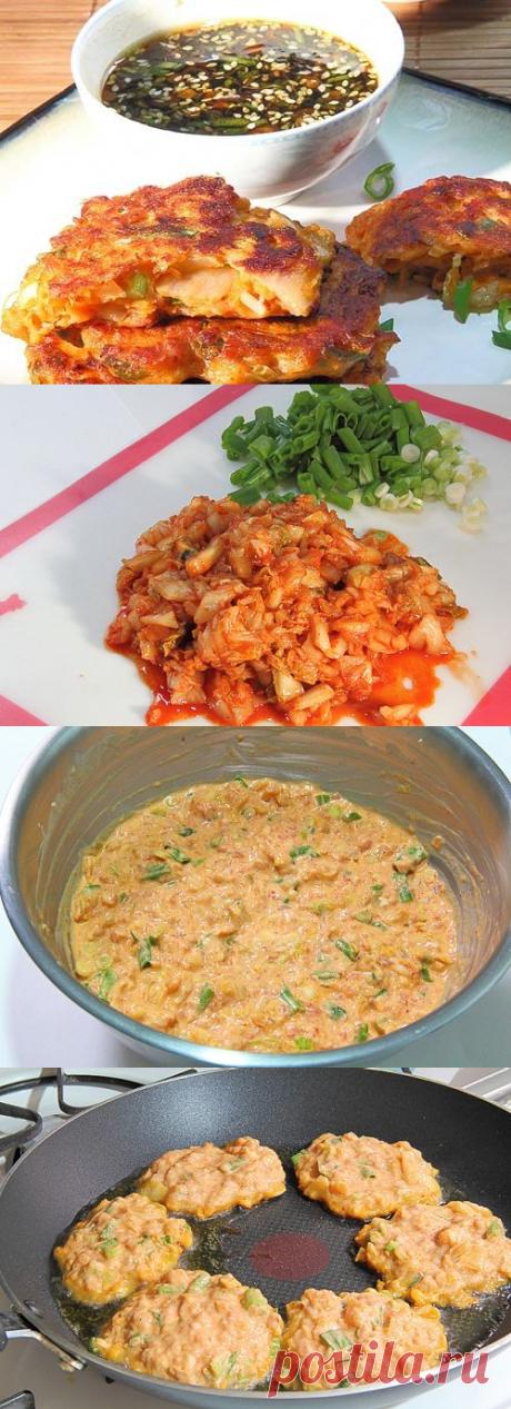 Острые мясо-овощные оладьи с ароматным кунжутным соусом… — Готовим дома