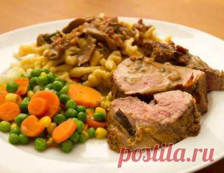 Жаркое из свинины с горохом и грибами - рецепт приготовления с фото от Maggi.ru