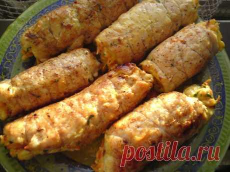 Куриные рулеты с морковно-сырной начинкой, рецепт с фото Рулеты с румяной корочкой и оранжевой морковной начинкой.