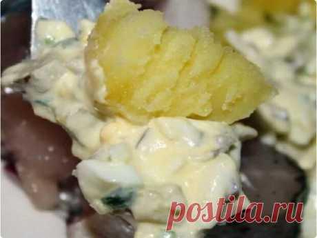 Основной продукт, который принято готовить у нас в виде гарниров является картофель. Мы картошку варим в мундирах, кусочками, пюре, жарим на сковородке и во фритюре, а также добавляем в салаты. Картофель – один из универсальных продуктов, который к тому же вкусный. Моим родным больше всего