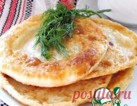 Лепешки по спирали с сыром и творогом – кулинарный рецепт