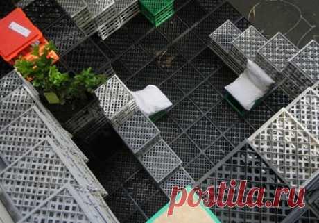 18 идей для применения пластмассовых тарных ящиков дома и на даче