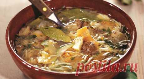 Грибной суп с курицей и вермишелью.