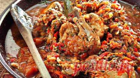 Секретный рецепт самого вкусного чахохбили из курицы   Ингредиенты: Курица — 800 гЛук — 300 гПомидоры — 200 гТоматный соус — 300 гЖир — 70 гУксус — 50 млПерец по вкусуСоль по вкусуЛавровый лист по вкусуЗелень по вкусу  Приготовление: Нарезаем курицу кус…