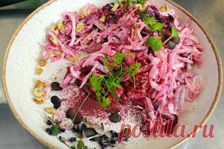 Салат из свежей капусты с копченостями: Рецепт именитого сибирского шеф-повара | Рекомендательная система Пульс Mail.ru