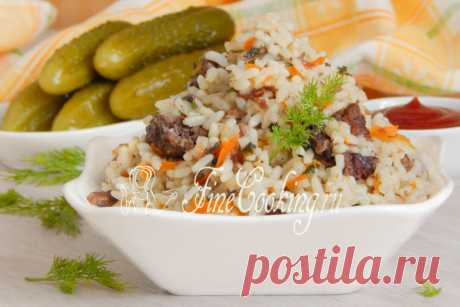 Rice with stewed meat in the crock-pot Friable rice with braised beef is a simple, tasty and nourishing dish for all family.