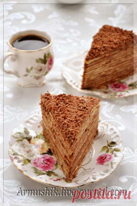 Торт «Микадо» Не знаю, почему так называется этот торт,но он очень-очень вкусный и популярный в Армении.Во многих рецептах в крем добавляются сырые желтки взбитые с сахаром,но я выработала свой вариант и он мне больше нравится.В действительности,Микадо торт невысокий,прямоугольный,состоит из 7-10 тонко…