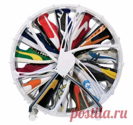 Супер удобная крутилка для хранения обуви. Можно купить на thefancy.com за 75 $.
