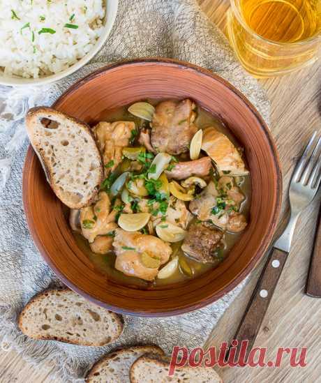 La gallina de ajo en la salsa del vino blanco - las recetas sabrosas comprobadas, la selección de las recetas por los productos, la consulta del jefe de cocina, poshagovye la foto, las listas de las compras en VkusnyBlog.Ru