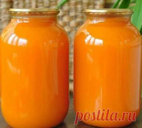 9 литров сока из 4 апельсинов!!! Не верите? Попробуйте сами! Сок апельсиновый Ингредиенты: - апельсины – 4 шт. - вода – 9 л - сахар – 1кг - лимонная кислота – 30 г Приготовление: 1.4 апельсина вымыть, обдать кипятком (чтобы снять воск и убрать горечь), насухо вытереть, положить на 2 часа в  морозилку, а лучше на ночь. Порезать и пропустить через мясорубку. Залить получившуюся массу тремя литрами холодной кипяченой воды, дать настояться около 10 минут. 2.Процедить через д...