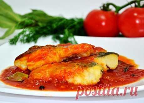 Запись на стене 🙃Рецепт запеченной в духовке белой рыбы под томатным соусом😋 Привет-привет! Сегодня на моей кухне рыбка, да не простая, а в томатном соусе. Такое блюдо популярно в Греции, где блюда из рыбы очень популярны. Большинство греческих блюд заправляют оливковым маслом, мы с нашей рыбкой не будем исключением...