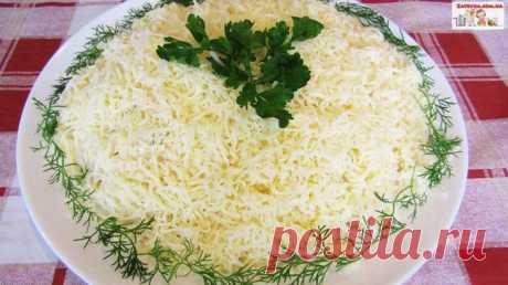 Слоеный салат с индейкой и сыром