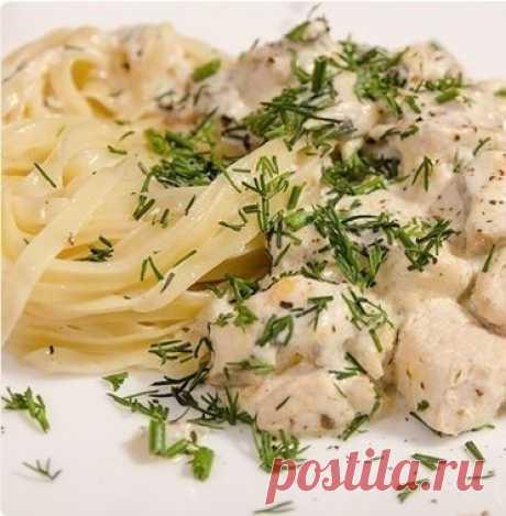 Как приготовить куриное филе с грибами в сливочно-сырном соусе - рецепт, ингридиенты и фотографии