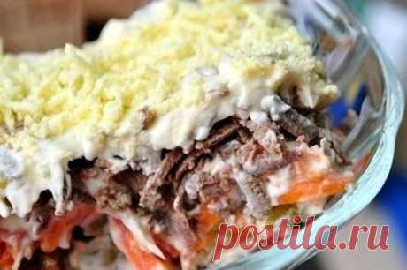 Салат с куриной печенью слоями рецепт с фото пошагово как приготовить Среди различных рецептов салатов с курицей, хотел бы выделить и представить вашему вниманию кулинарный рецепт салатас куриной печенью. Он отличается от других тем, что выкладывается слоями и является слоёным салатом. Простые и прекрасно подобранные продукты делают этот куриный салат очень вкусным и эксклюзивным! Итак, давайте рассмотрим, как приготовить слоёный салат с куриной печенью...