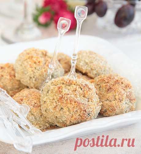Котлеты и крокеты из баклажанов - elaizik.ru Котлеты или крокеты из балажанов с сюрпризом - под хрустящей корочкой прячется мягкий и нежный сыр. Хороший ужин или закуска для фуршета.