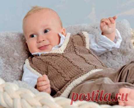 Жилет с «косами» и белыми планками для новорожденных
