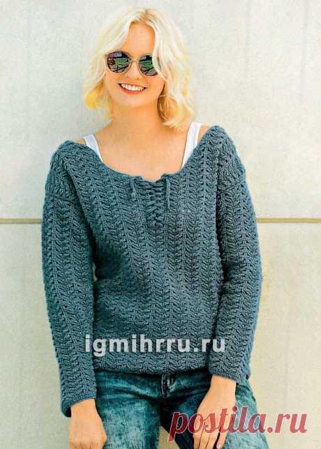 Синий пуловер с рельефным узором. Вязание крючком со схемами и описанием