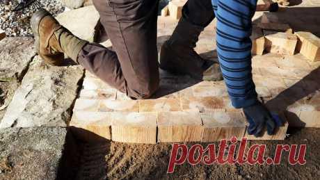 Как сделать пол в мастерской из деревянных брусков В экологическом отношении древесина, как строительный материал, наиболее благоприятна для человека. Деревянный пол не такой жесткий, как бетонный, и это полезно для опорно-двигательного аппарата. Он является своеобразным утеплителем. Отличается долговечностью при правильной гидроизоляции и не