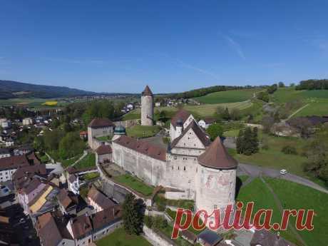 Замки Швейцарии:ПОРРАНТРЮИ(CHÂTEAU DE PORRENTRUY)