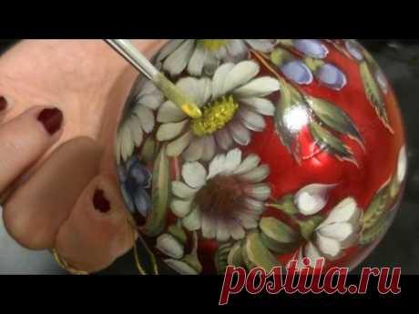 Новогодний шар с ромашками и незабудками. Жостовская роспись