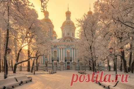 Никольский морской собор в Санкт-Петербурге. Автор фото – Эдуард Гордеев: nat-geo.ru/photo/user/116944/