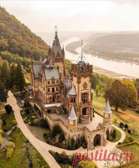 """Deutschland 🇩 🇪 Germany on Instagram: """"Schloss Drachenburg by @pierrebrauer . . Замок Драхенбург (нем. Schloss Drachenburg) - в Яндекс.Коллекциях"""