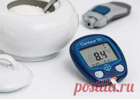 По данным статистики, в России от сахарного диабета страдают более 8 млн человек. Существует 2 вида заболевания — I и II типа. Опасны оба варианта, но для лучшего понимания проблемы нужно знать основные отличия каждого вида болезни. Мы расскажем о симптомах, на которые нужно обращать внимание всем,