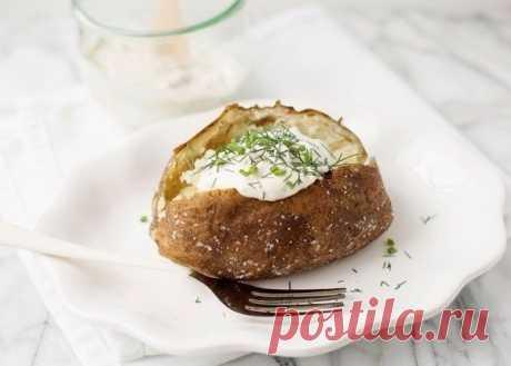 Запеченный картофель со сметаной и травами — Мегаздоров