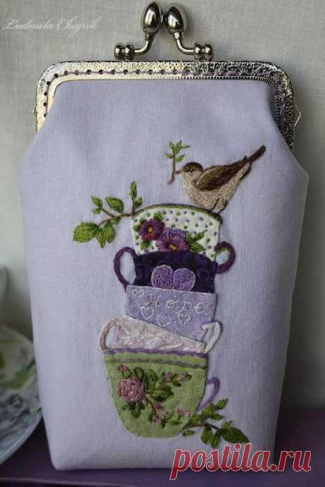 """Косметичка-сумочка """"Фиалковый чай"""". Размер: высота 18 см, ширина 12 см.  Вышивка и аппликация по льну ручного крашения. Заходите в гости)"""