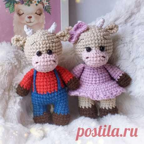 PDF Сладкая парочка крючком. FREE crochet pattern; Аmigurumi animal patterns. Амигуруми схемы и описания на русском. Вязаные игрушки и поделки своими руками #amimore - корова, коровка, телёнок, бык, маленький бычок.