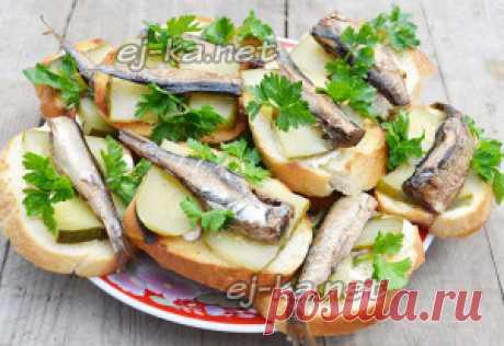 Бутерброды со шпротами и соленым огурцом | Рецепты с фото