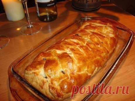 Очень быстрый мясной пирог из готового слоеного теста