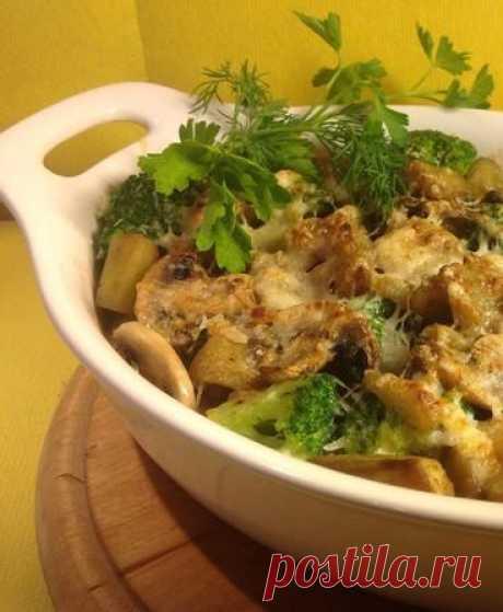 Баклажаны, запеченные с грибами и брокколи