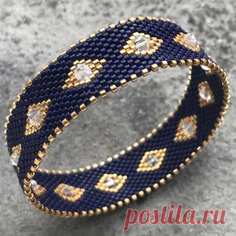 Bracelet bangle DIY tissage peyote circulaire avec des perles Miyuki Delicas Comment réaliser un bracelet bangle? Comment réaliser un bracelet tissé en peyote circulaire? Toujours à l'affût detechniques de tissage oublié
