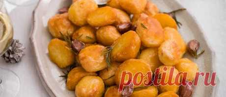 Best ever roast potato recipes for Christmas Roast potatoes are key to a Christmas dinner and we've got all the recipes you need, whether you want spuds cooked in goose fat or roasties pepped up with cheese