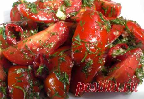 Острые помидоры вместо салата: быстро режем и добавляем зелень Острые помидоры многим нравятся больше любых салатов из свежих овощей. Готовить закуску очень просто: режем томаты на четвертинки, добавляем чеснока, зелени и специй.Ингредиенты:500 гр....