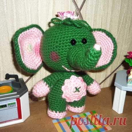 PDF Слонёнок Сонечка крючком. FREE crochet pattern; Аmigurumi animal patterns. Амигуруми схемы и описания на русском. Вязаные игрушки и поделки своими руками #amimore - слон, слонёнок, слоник, слоненок.