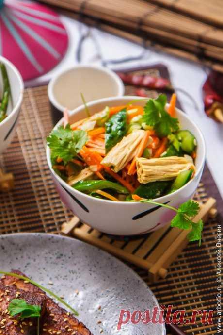 La ensalada china del espárrago de soja | las notas Culinarias de Aleksey Onegin