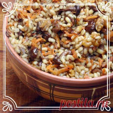 «Богатая» каша (рецепт вегетарианский от прабабушки из старой деревни)   Обязательно добавьте в кашу немного сушёных белых грибов: это придаст ей неповторимый аромат.   Ингредиенты:  Показать полностью…