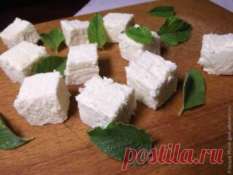 Если вы еще не пробовали делать сыр, то это один из наиболее легких рецептов. С него можно начать свое знакомство с сырами, которые можно сделать на своей кухне. Вскоре будут рецеп...
