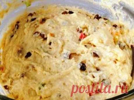 Тесто для вкусного пасхального кулича в духовке Этот рецепт в прошлом году рассказала мне свекровь. Я попробовала. Куличи получились волшебные! В этом году буду делать по тому же рецепту.  Делюсь и с Вами. Необходимые ингредиенты для теста вкусного кулича в духовке теплое молоко - 2 ст. + 2 ст. л. яйца - 6 шт. сухие дрожжи - 1 ст. л. сахар - 2 ст. сливочное масло - 230 гр. соль - 0, 5 ч. л. сметана - 0, 5 ст. ванилин - 1 упаковка мука - 9 ст. изюм - 150 гр. Теплое молоко в...