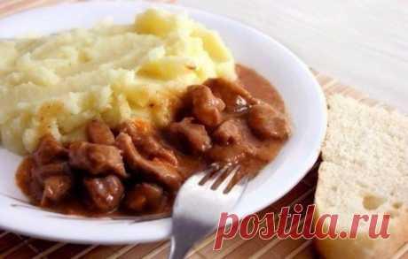 5 рецептов подливок для картофельного пюре Подливка считается прекрасным гарниром, который прекрасно подойдет к пюре из картофеля. Овощные, грибные, мясные, они помогают создавать интересные вторые блюда, которые придутся по нраву даже истинным гурманам.