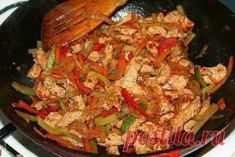 Филе индейки с рисовой лапшой, овощами и соусом терияки.    ☕➩➩➩...Показать Полностью.
