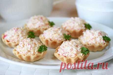 Тарталетки с крабовым мясом и сыром, рецепт — Вкусо.ру