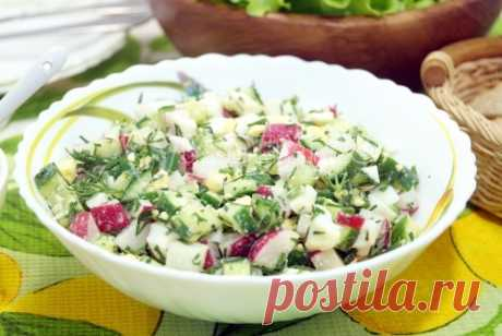 Салат с редисом, огурцом и яйцом Свежий и простой салат с редисом, огурцом и яйцом для весеннего настроения.