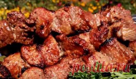 Просто невероятно вкусный шашлык Предлагаем вам рецепт очень интересного и вкусного маринада для шашлыка. С ним ваше мясо получится более нежным и сочным. Такое нежное мясо обязательно понравится вашим близким. А для маринада вам понадобятся простые и доступные продукты. Необходимые продукты 3 килограмма мяса Маринад 2 столовые ложки соли 1 ... https://mir-vseh-receptov.ru/2020/02/03/просто-невероятно-вк�