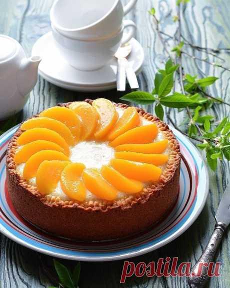 СМОТРИТЕ: Идеальный рецепт к чаю: пышный и нежный пирог с персиками