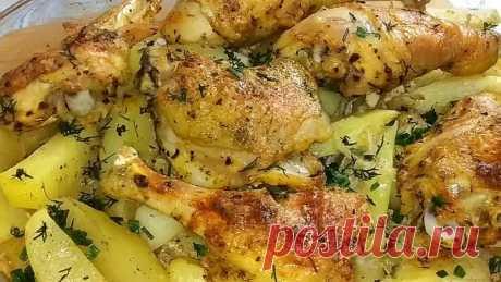 Потрясающий Обед или Ужин для Всей Семьи! Простые ингредиенты, а результат - обалденный! Курица с картофелем в духовке.  Простое и при этом очень вкусное блюдо, как раз то, что нужно и готовится совсем просто, все подготовили и в духовку.  Ингредиенты: Курица - 500 гр. Приправа для курицы - 1 ч.л Чеснок сушеный - 0,5 ч.л Соль по вкусу  Сметана - 1 ст.л  Картофель - 800 гр. (6-7 шт.) Лук - 1 шт. Сметана - 2 ст.л Соль и перец по вкусу Зелень - 10 гр.  Запекать при t 180*С , ...