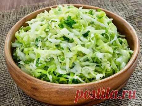 Капустный салат с щавелем Готовый капустный салат с щавелем подавайте сразу же после приготовления.