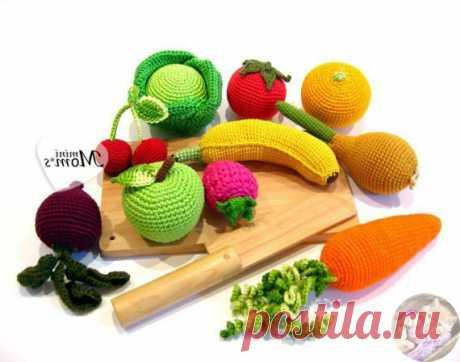 Вязаные овощи крючком большая подборка схем вязания Вязаные овощи крючком подойдут для игр с детьми. Вяжутся овощи очень быстро и для них подойдут остатки пряжи. Скорее всего у Вас есть нереализованные